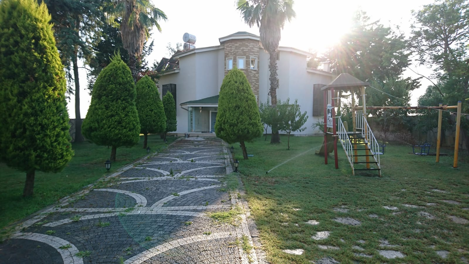 Villa with garden near the sea for sale